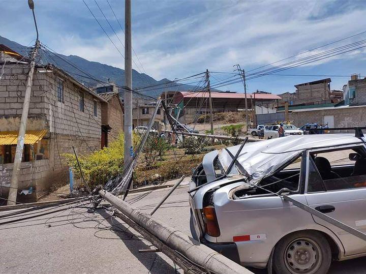 Camionero derriba postes en las Malvinas y vecinos de la zona se quedaron sin luz
