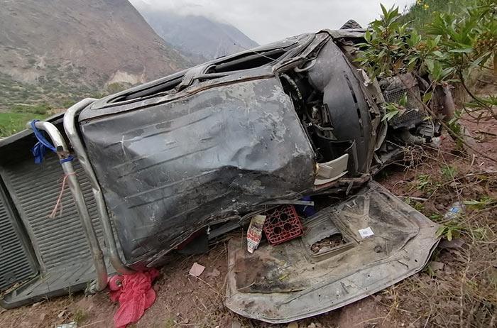 Un muerto deja caída de camioneta de municipalidad de Justo Apu Sahuaraura hacía abismo