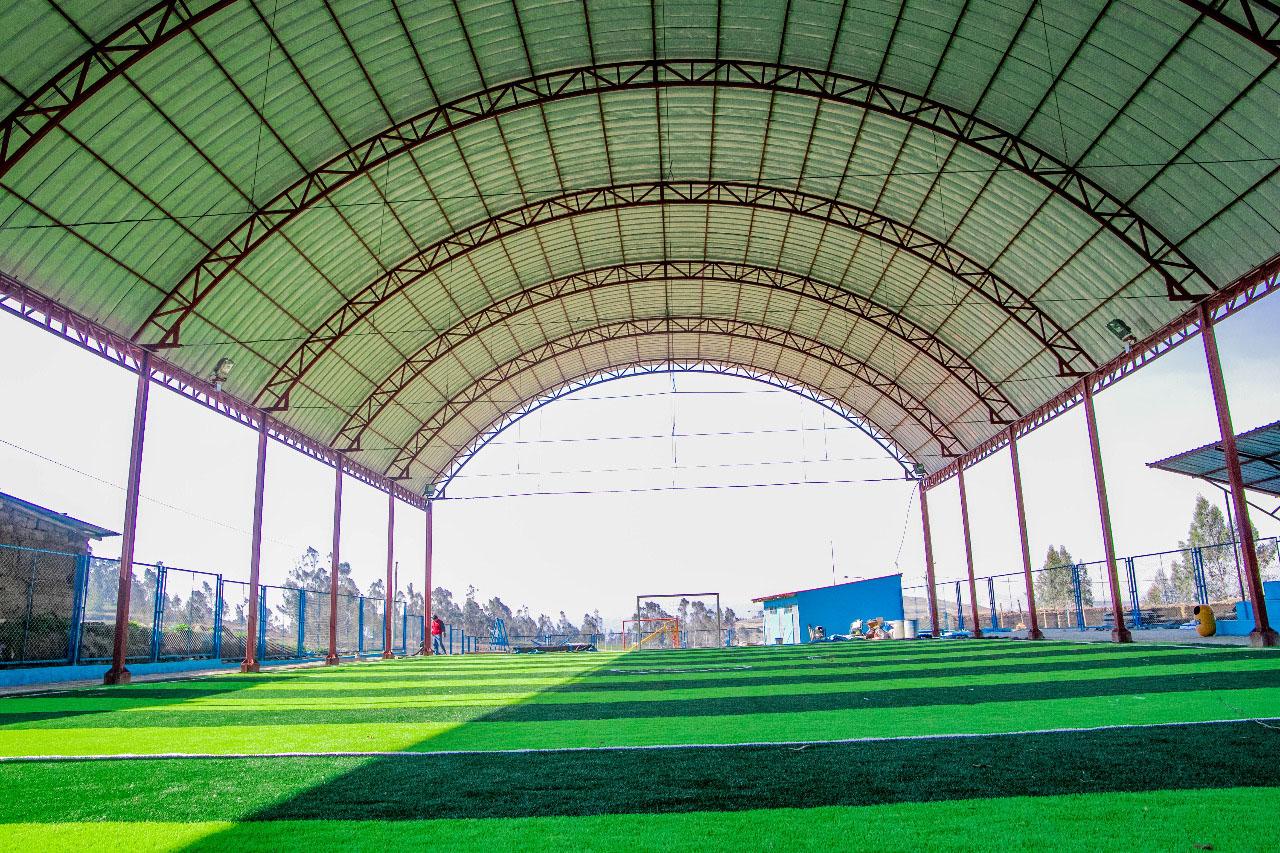 Alcalde Percy Godoy anuncia la ejecución de obra del deportivo con grass sintético en la comunidad de Yuncaya.