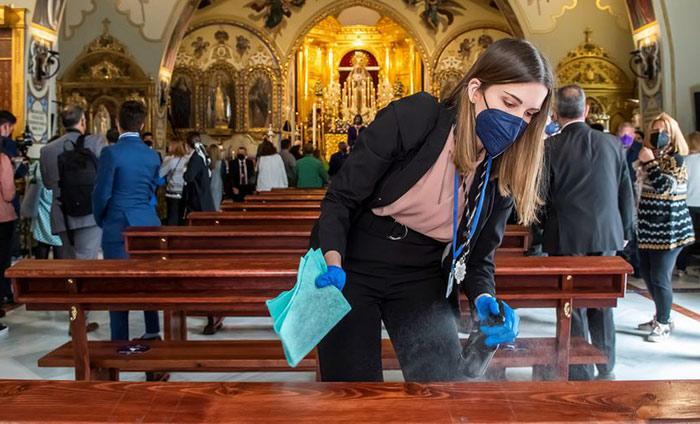 EE UU señala que el riesgo de contagio al tocar superficies contaminadas de covid es de 1 entre 10.000