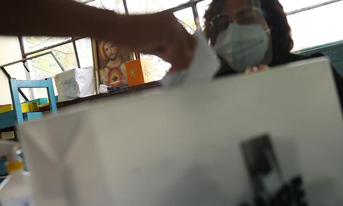 Perú Libre: es falso que personero haya marcado cédulas a su favor