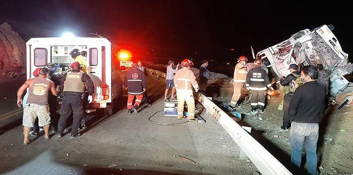 Moquegua: tres fallecidos y cinco heridos tras volcadura de camión