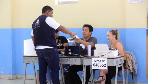 Miembros de mesa no serían vacunados antes del 11 de abril