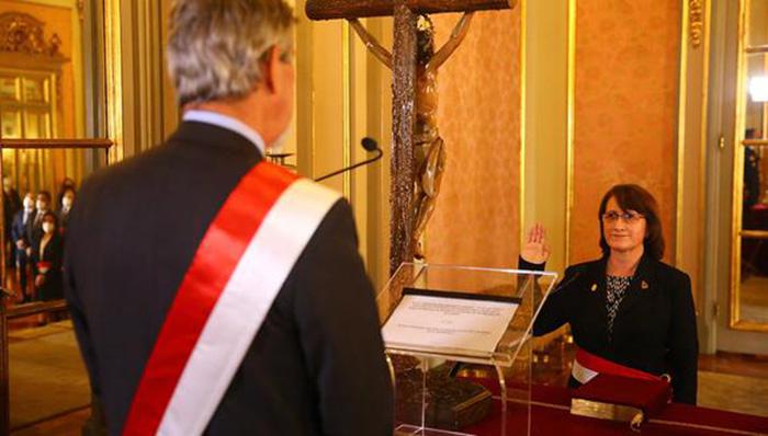 Pilar Mazzetti regresa al ministerio de Salud