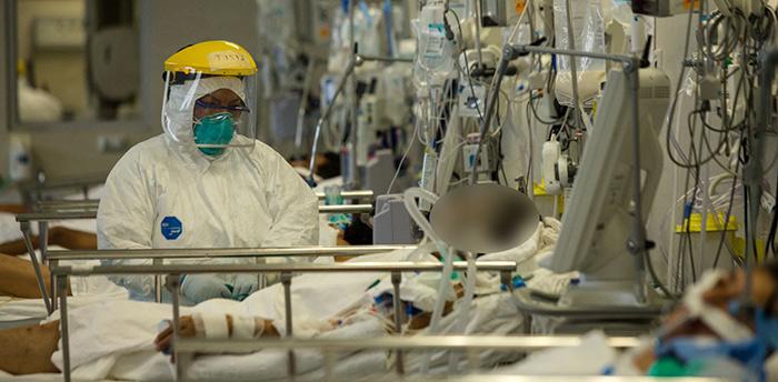 Variante británica de COVID-19 en Perú recargaría el sistema sanitario, advierte Prochazka