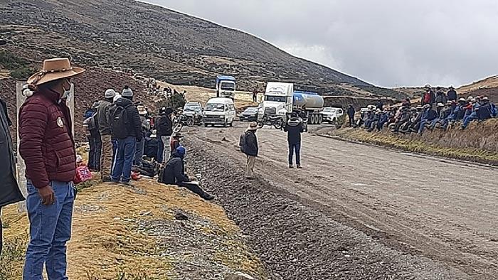 Pobladores de Mara bloquean corredor minero por incumplimiento del MTC