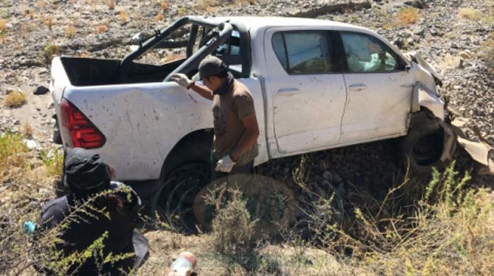 Tacna: camioneta policial cae a barranco