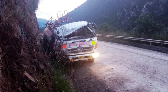 Chofer de camión cisterna muere tras chocar contra cerro en corredor minero