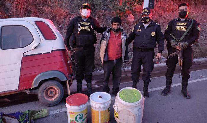 Policía interviene a sujeto transportando en mototaxi hojas de marihuana
