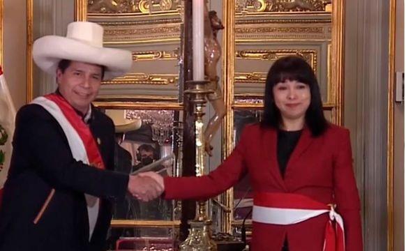 Mirtha Vásquez juró como primera ministra en reemplazo de Guido Bellido