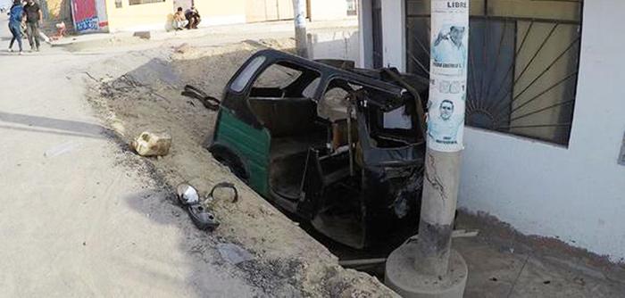 Ica: mototaxi se estrella en frontis de vivienda