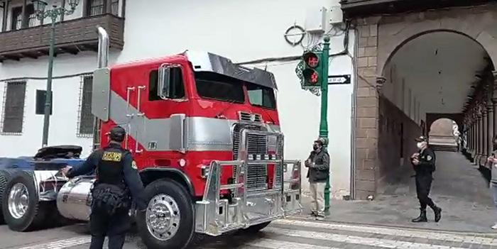 Cusco: transformers Optimus Prime y compañía se dejaron ver en el centro