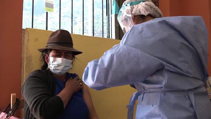 Avanza vacunación contra la Covid-19 en distrito rural de Lambrama