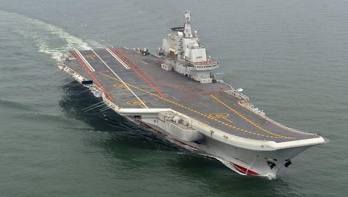 Un portaaviones y cinco buques de guerra de China fueron vistos cerca de Okinawa: se tensa la relación con Japón