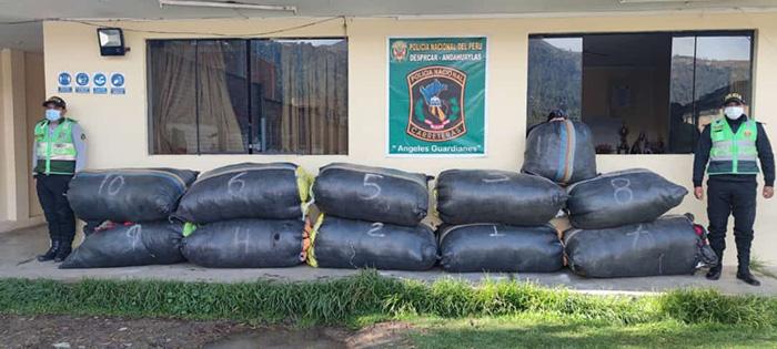 Policía incauta ropa de contrabando valorizada en más de 50 mil soles