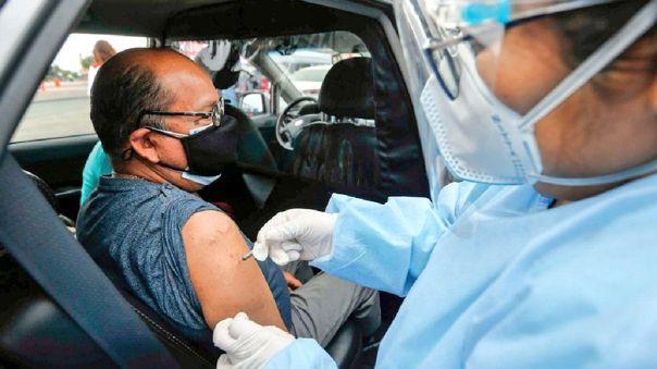Óscar Ugarte estimó que vacunación de adultos de 58 y 59 años comenzará en dos semanas