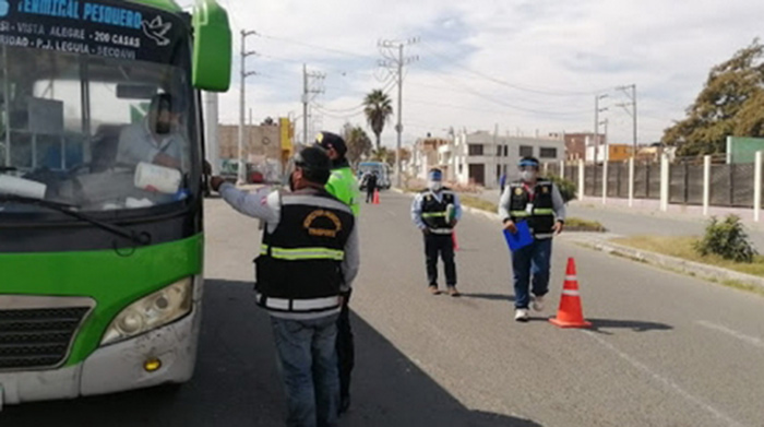 Tacna: más de 100 fueron multados por llevar pasajeros sin protector facial