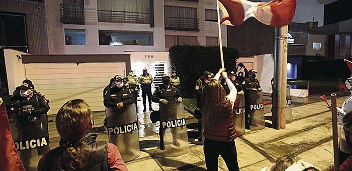 CNDDHH rechaza protestas en casa de Pérez por parte de turbas fujimoristas