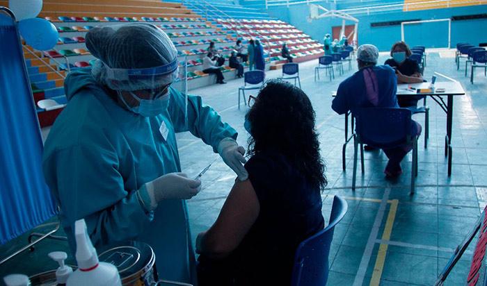 Vacunación de pacientes oncológicos y con VIH inicia este sábado 19, confirmó Ugarte