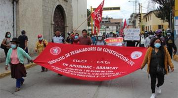 Obreros de Construcción Civil se movilizan por calles de Abancay