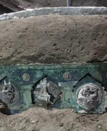 Encuentran cerca de Pompeya una carroza ceremonial romana casi intacta