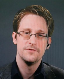 Snowden insta a prohibir Pegasus tras confirmarse que tres periodistas fueron blanco del