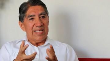 Ex fiscal supremo Avelino Guillén es agredido verbalmente por defensores de Fujimori