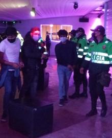 Cerca de 500 covidiotas intervenidos en fiestas prohibidas por Brigada PNP anticovid en Abancay