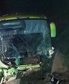 """Ómnibus de empresa privada se despista en """"Siete Vueltas"""" y deja 13 heridos"""