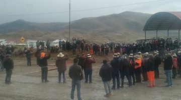 Pobladores de Challhuahuacho acatan tercer día de paro y piden la presencia de premier Violeta Bermúdez