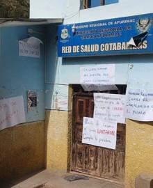 Pobladores toman sede de Red de Salud Cotabambas y piden renuncia del director de la Diresa, Julio César Rosario