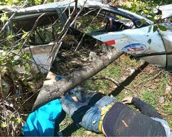 Dos muertos deja trágica caída de station wagon hacia abismo en Curpahuasi